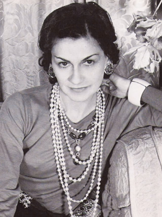 biography of coco chanel gabrielle bonheur chanel. Black Bedroom Furniture Sets. Home Design Ideas